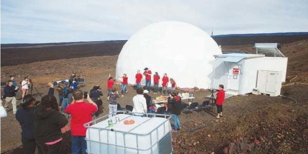 6 ученых вышли из купола
