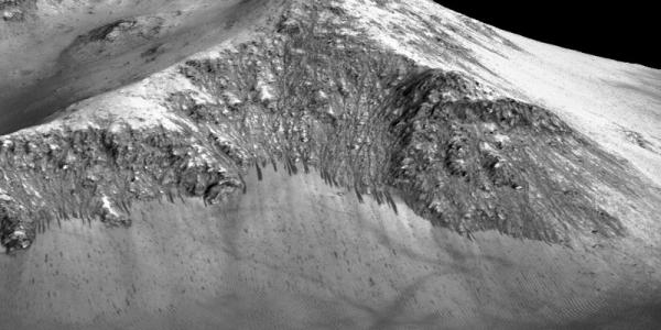 Доказательства жидкой воды на Марсе