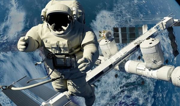 Асторонавт в космосе