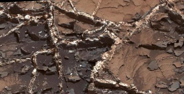 Минеральные вены на Марсе