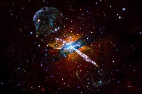Выбросы из черной дыры