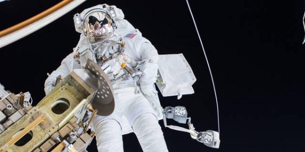 Выход в космос с МКС