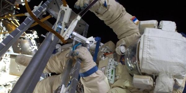 Российский космонавт на орбите