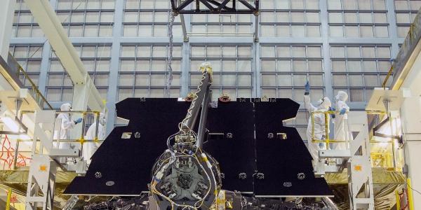 Установка оборудования на телескоп Джеймс Вэбб