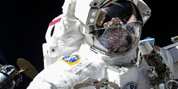 Внеплановая прогулка в открытом космосе
