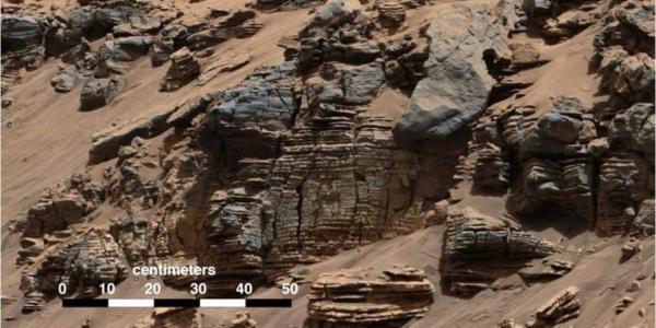Что таит в себе древнее марсианское озеро?