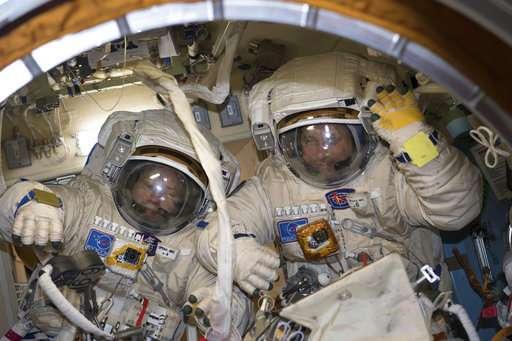 Рекордная прогулка в открытом космосе закончилась ошибкой
