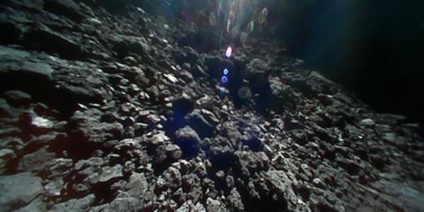 Японские прыгающие зонды прислали новые невероятные кадры с астероида Ryugu