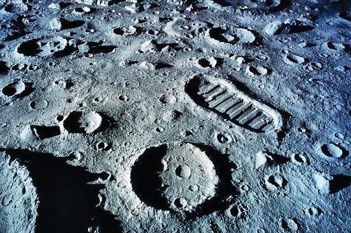 НАСА просит более миллиарда долларов, чтобы вернуться на Луну