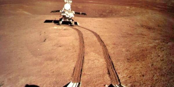 Китайский ровер заглядывает под кору дальней стороны Луны