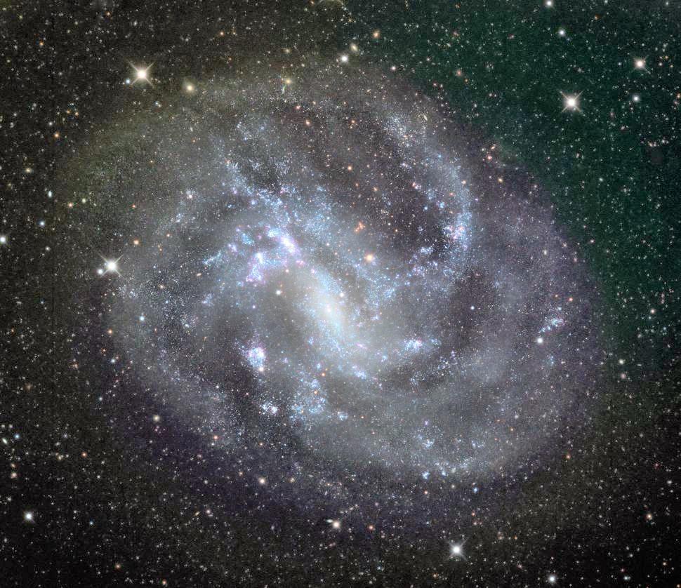 Маленькая черная дыра стала объектом наблюдения для ученых