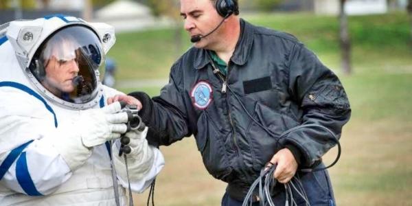 Космонавтам нужны новые скафандры