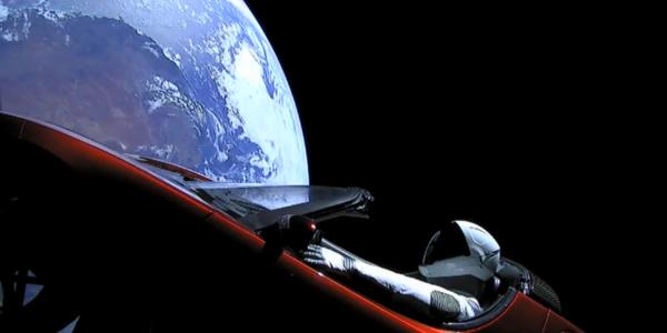 Мир получил первые космические фото исторического запуска Falcon Heavy