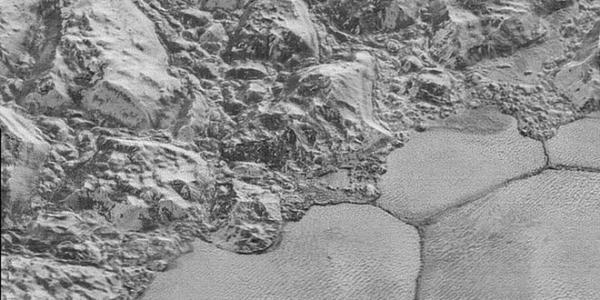 Дюны Плутона вовсе не из песка? Что там вообще творится?