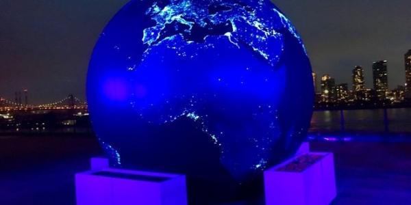 Космос 2030: невероятный вид на Землю в черном мраморе
