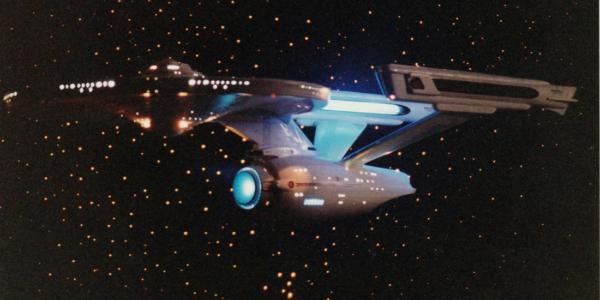 Красочные фото показали, как похожи сталкивающиеся галактические кластеры и звездолет Enterprise