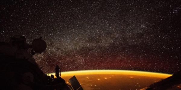 Оранжевая планета - фотографии, сделанные на МКС