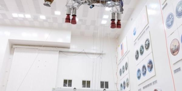 NASA тестирует кран марсохода