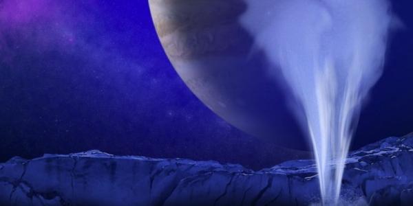 Из космических перьев Европы извергается водяной пар