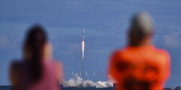 SpaceX запускает еще 60 мини-спутников для настройки глобального интернета