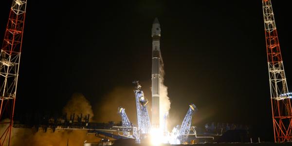 Российские военные отправили на орбиту засекреченный спутник