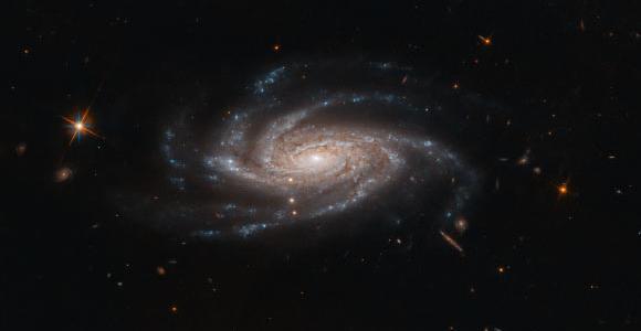 Хаббл снимает красивое изображение NGC 2008