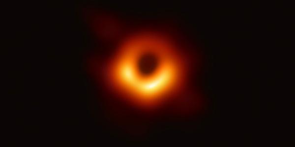 Сюрприз! Кольцо вокруг чудовищного монстра - черной дыры галактики M87 колеблется во времени