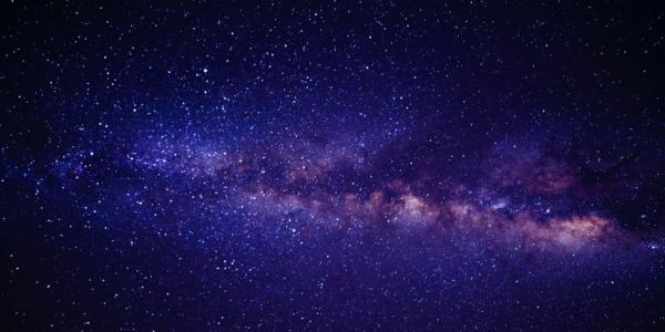Fornax A - мощнейший радиоисточник! Какие еще особенности скрывает эта галактика?