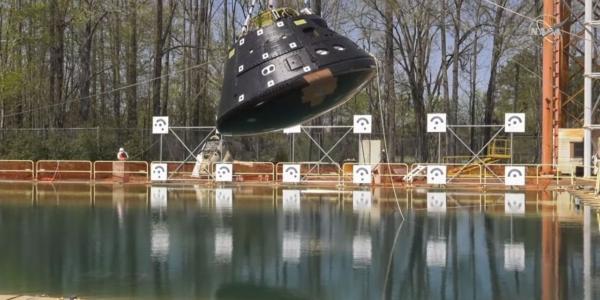 NASA сбросило космическую капсулу Orion в бассейн