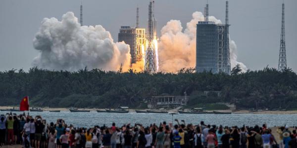 Насколько высока вероятность, что обломки китайской ракеты упадут кому-то на голову?