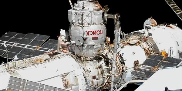 Российские астронавты выйдут в открытый космос, чтобы отключить модуль космической станции - Прямой эфир!